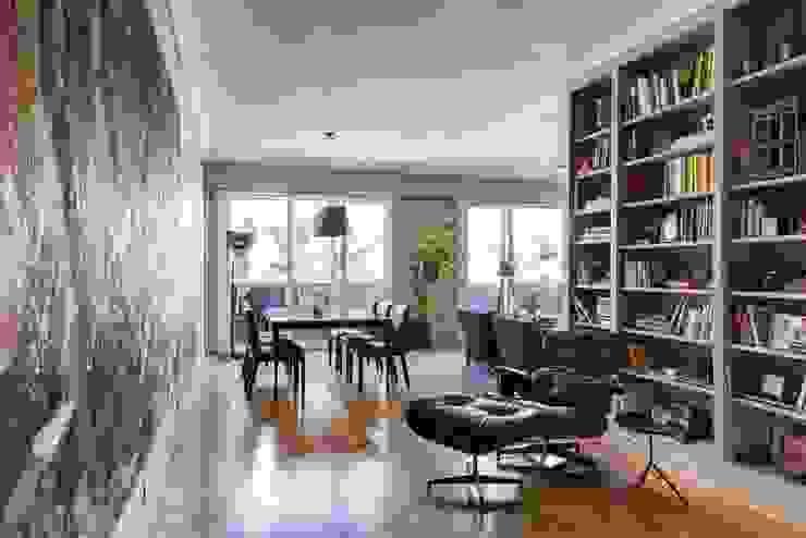 Arroyo Livings modernos: Ideas, imágenes y decoración de ezequielabad Moderno