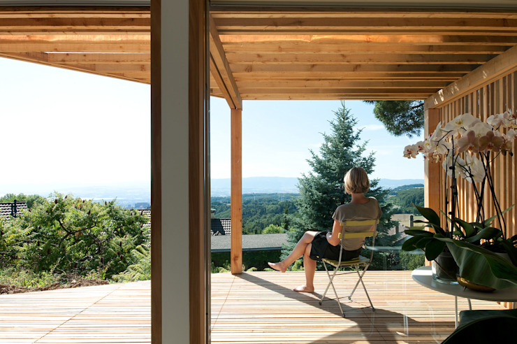 Transformation Villa B Balcon, Veranda & Terrasse modernes par 2b architectes Moderne Bois Effet bois