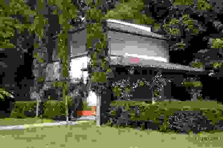 Colonial style house by De Ovando Arquitectos Colonial