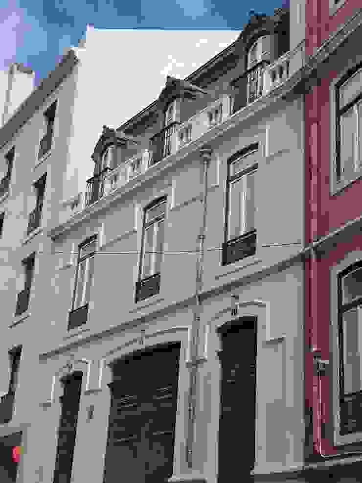 Alçado Principal Casas clássicas por Belgas Constrói Lda Clássico