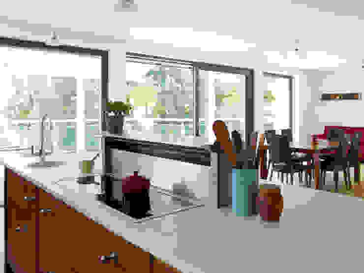 Projekty,  Kuchnia zaprojektowane przez Baufritz (UK) Ltd., Nowoczesny