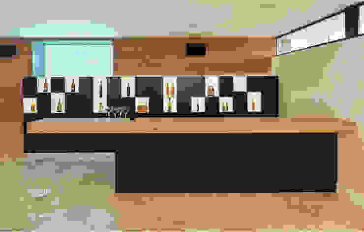 Bar Aberto Adegas modernas por FABRI Moderno
