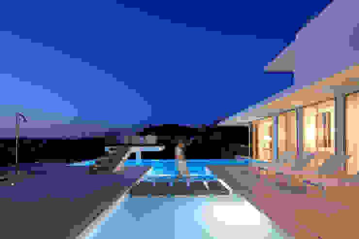 Minimalist pool by JSH Algarve Arquitectura Lda Minimalist