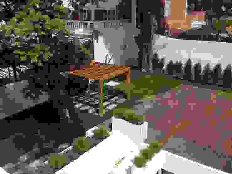 Espaço Exterior Jardins clássicos por Belgas Constrói Lda Clássico