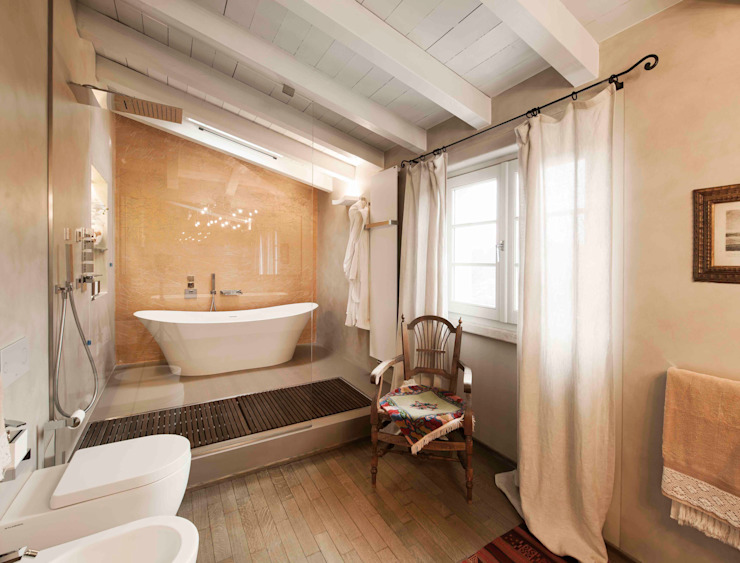 Modern bathroom by Studio Maggiore Architettura Modern