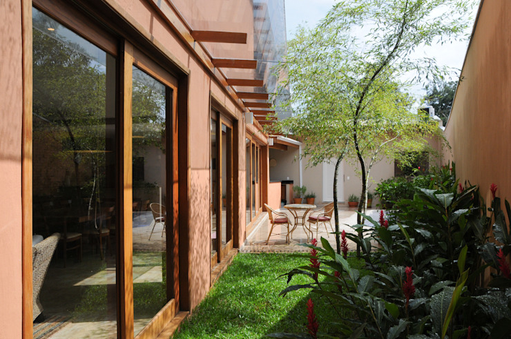 Casas estilo moderno: ideas, arquitectura e imágenes de Martins Valente Arquitetura e Interiores Moderno
