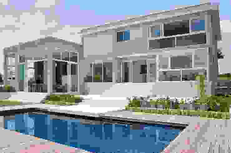 Casas de estilo moderno de Martins Valente Arquitetura e Interiores Moderno