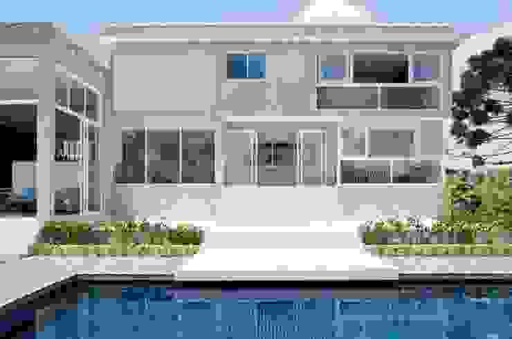 Case moderne di Martins Valente Arquitetura e Interiores Moderno