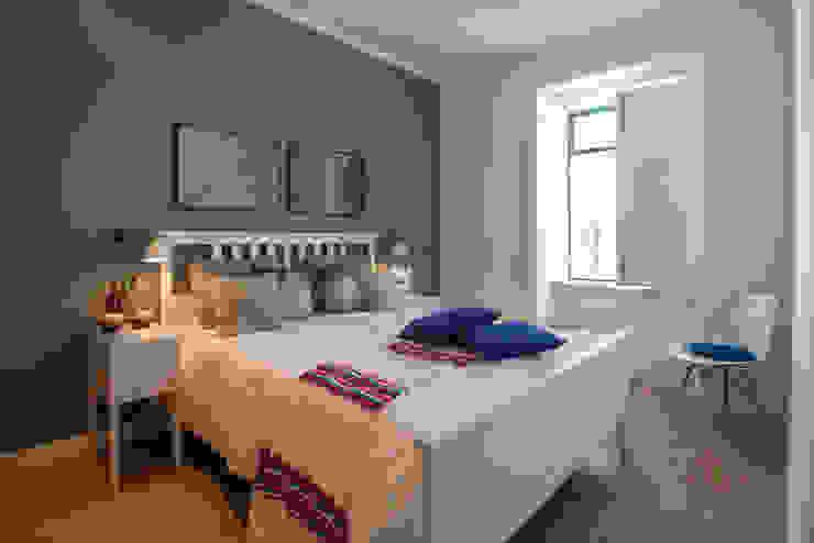 Um look contemporâneo e cosmopolita Quartos modernos por Architect Your Home Moderno