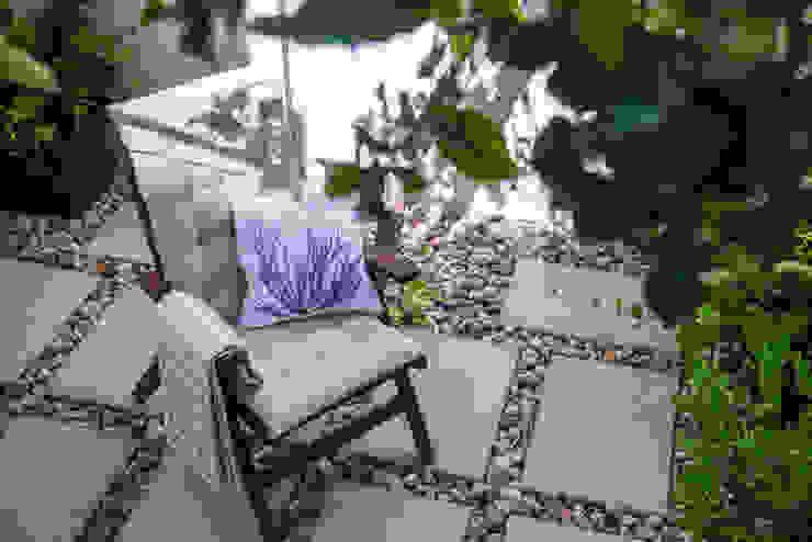 Um look contemporâneo e cosmopolita Casas modernas por Architect Your Home Moderno
