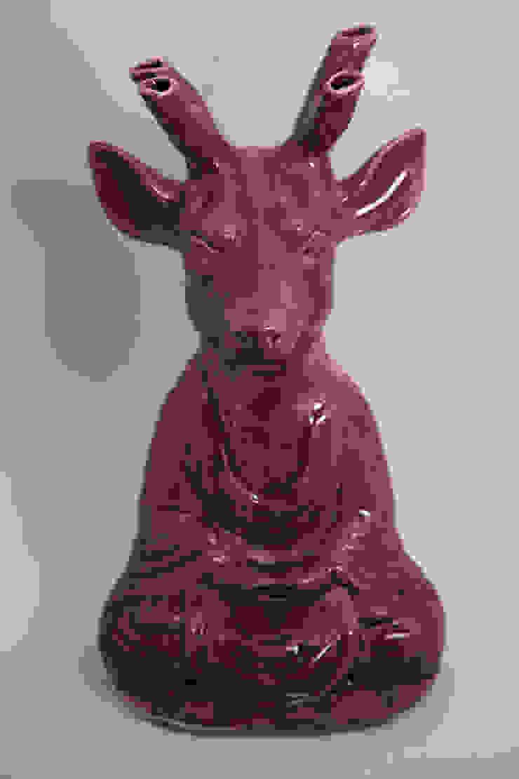 Ciervo Gurü de FRIDA ceramica Ecléctico
