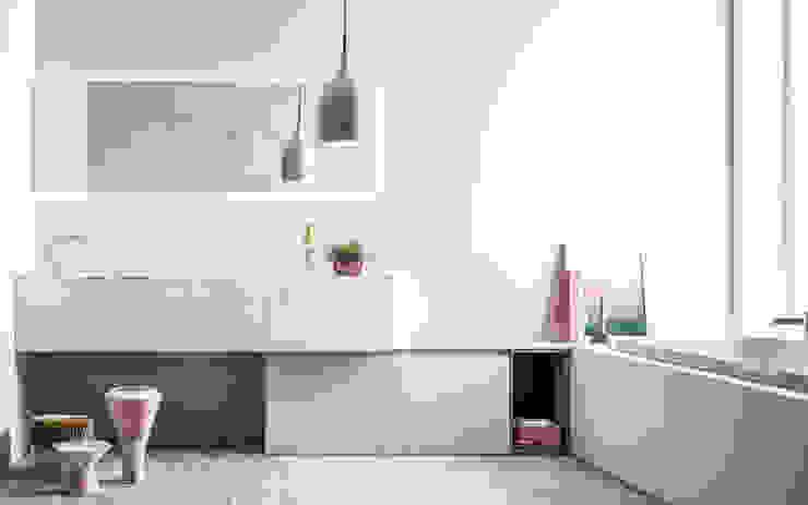 Ambiente Bagno (C) - panoramica Bagno in stile scandinavo di Nova Cucina Scandinavo Marmo