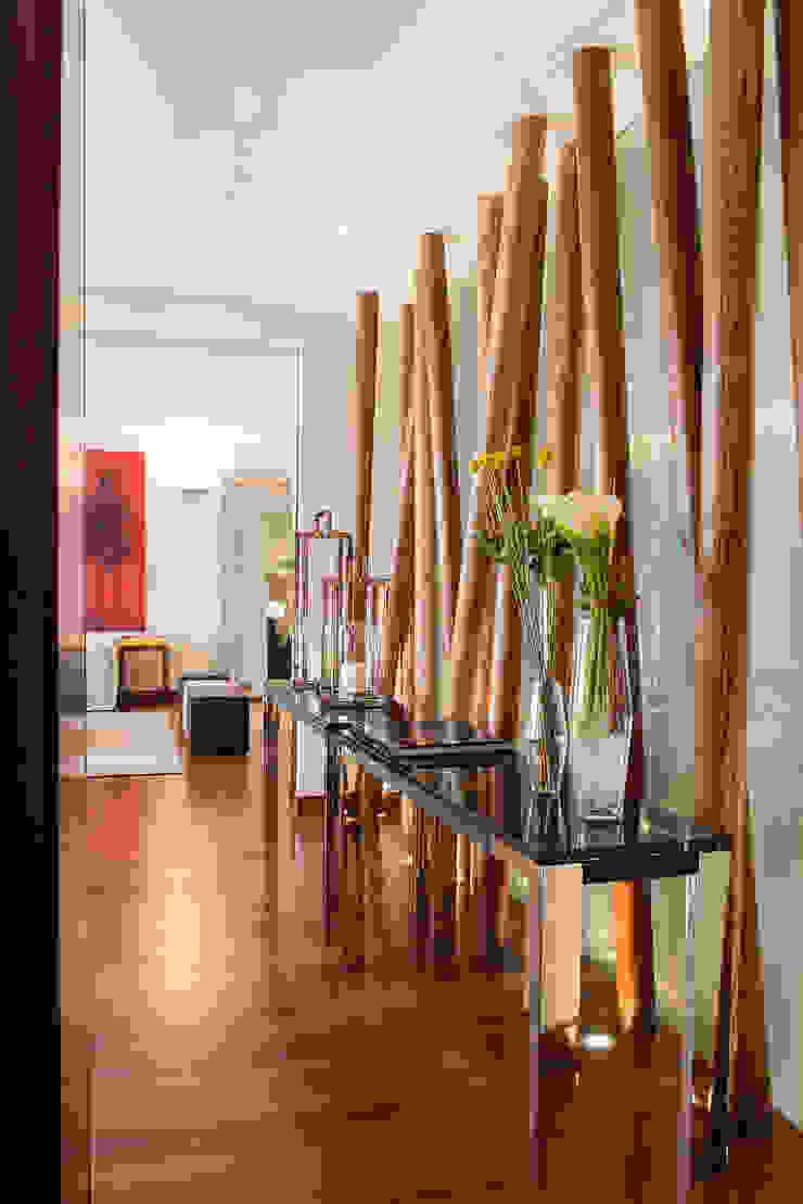 Departamento Tabachines Pasillos, vestíbulos y escaleras modernos de Hansi Arquitectura Moderno