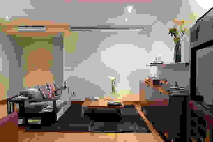 by Hansi Arquitectura Modern