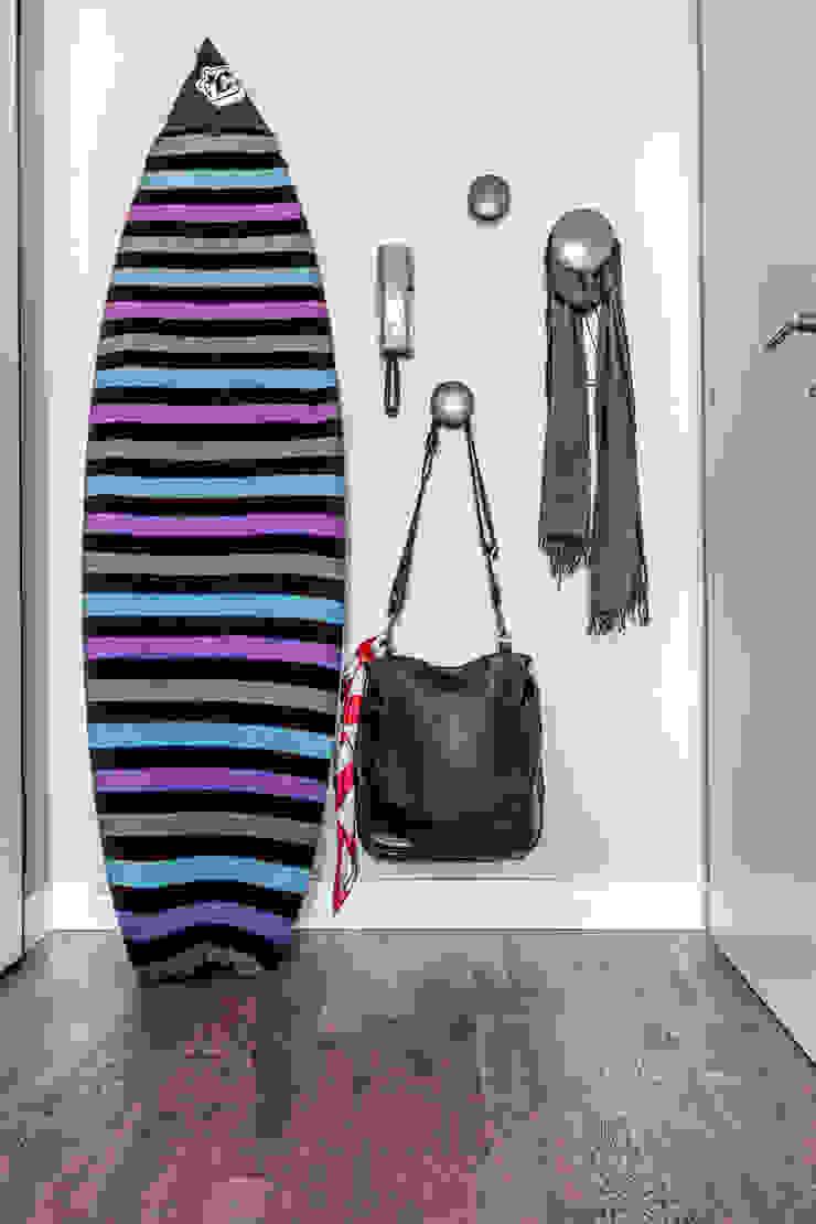 Scandinavian style corridor, hallway& stairs by Galleria del Vento Scandinavian