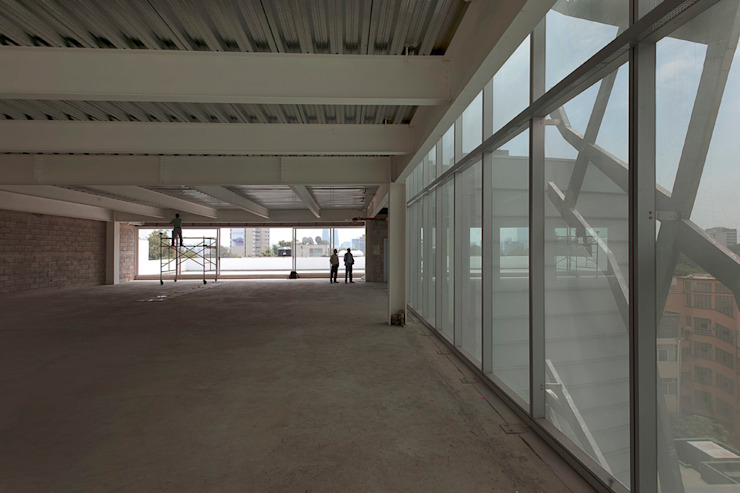 Hansi Arquitectura Modern Garage and Shed