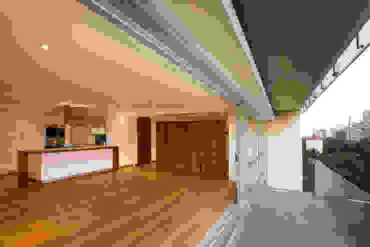 Paseo Castelar Corporativo – Residencial Balcones y terrazas modernos de Hansi Arquitectura Moderno