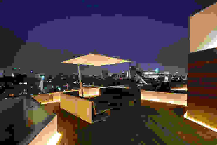 Varandas, marquises e terraços modernos por Hansi Arquitectura Moderno