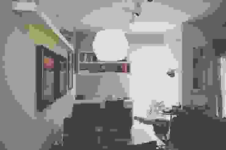 FLAT JARDINS Salas de estar clássicas por RC ARQUITETURA Clássico