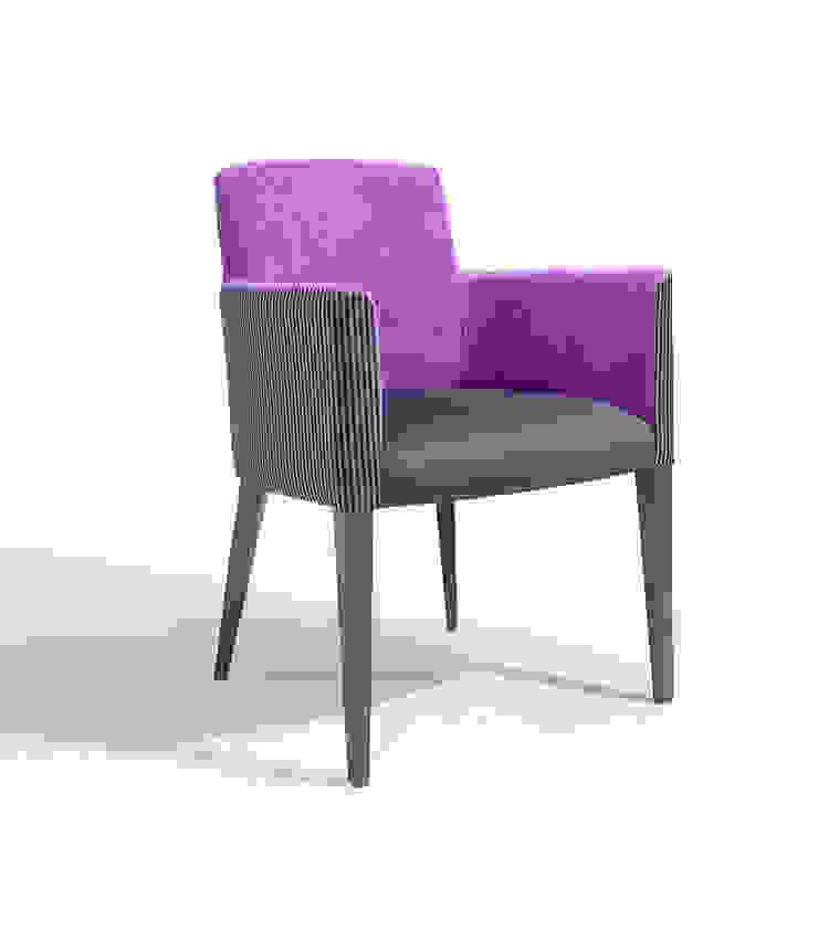 Petra Maple Hotéis modernos por Fenabel-The heart of seating Moderno Madeira Acabamento em madeira