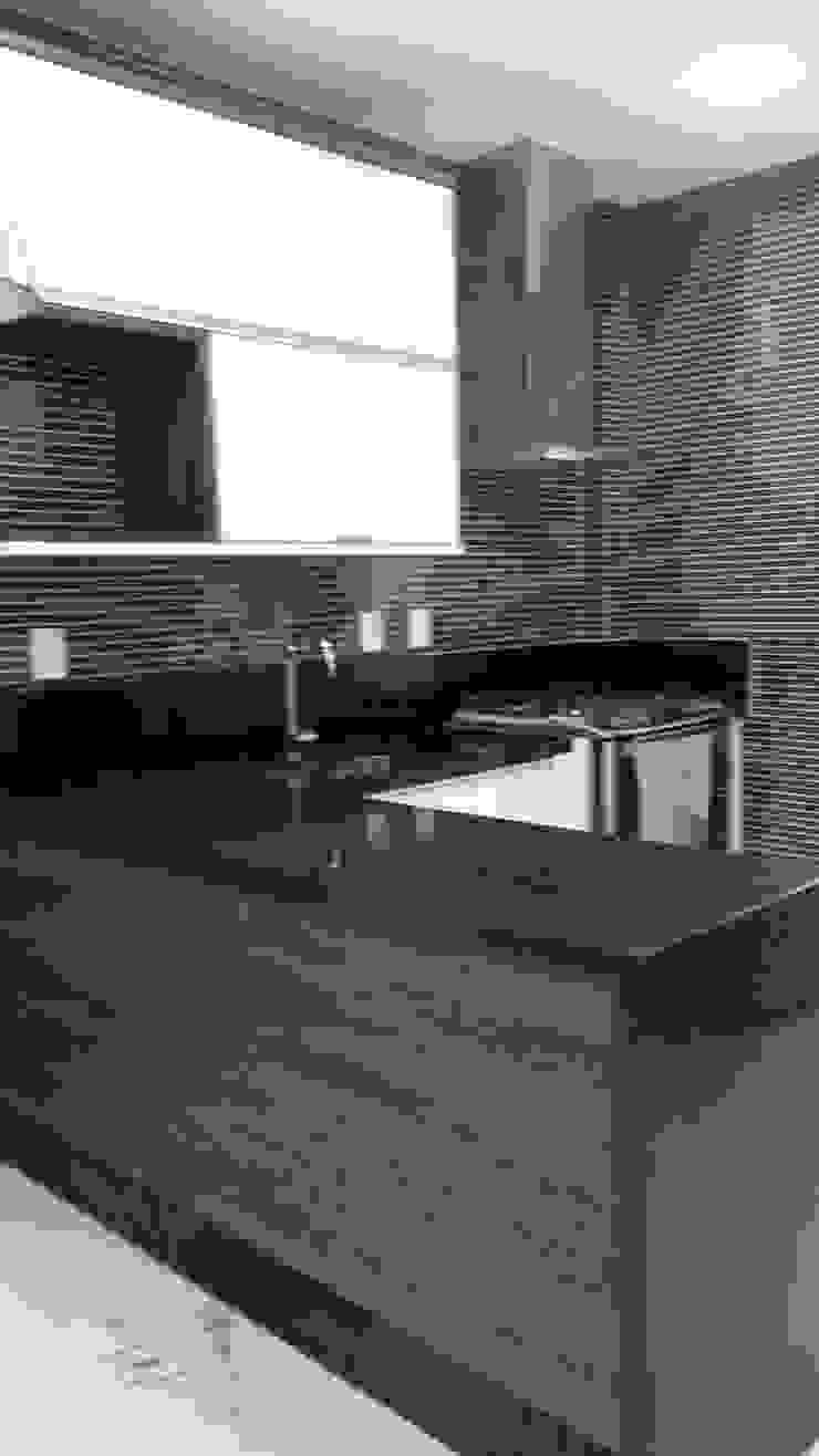 balcão cozinha Cozinhas modernas por L N arquitetos Moderno Madeira Efeito de madeira