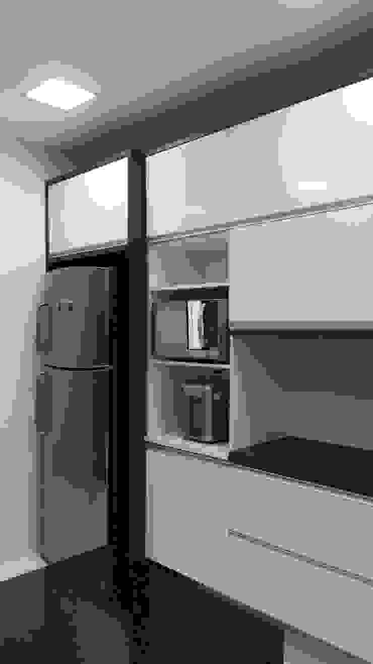 armários cozinha Cozinhas modernas por L N arquitetos Moderno MDF