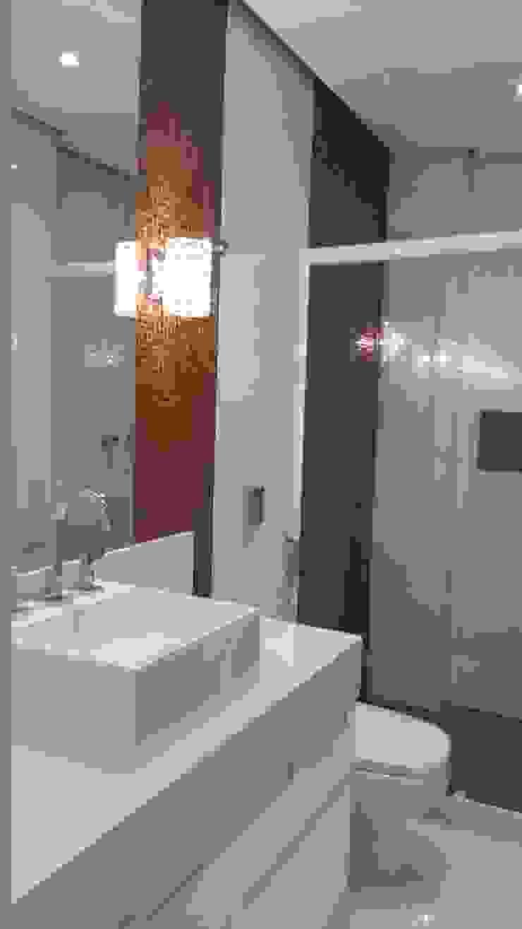 Banho social Banheiros modernos por L N arquitetos Moderno Vidro