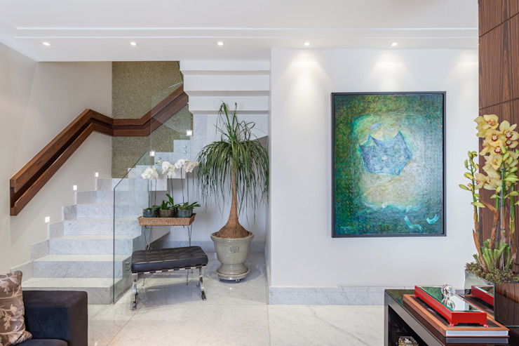 Vestíbulos, pasillos y escaleras de estilo  por Martins Valente Arquitetura e Interiores,