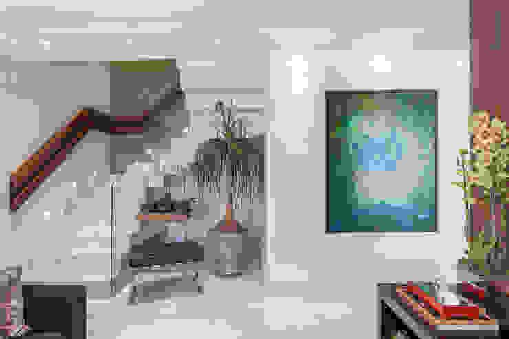 Martins Valente Arquitetura e Interiores 玄關、走廊與階梯配件與裝飾品