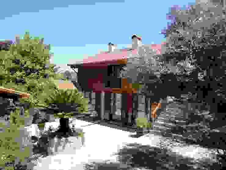 HABITAÇÃO RURAL Casas rústicas por DesignbySoares | Arquitecto Rústico Granito