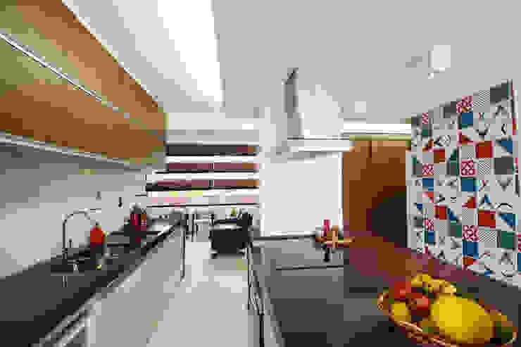 Apartamento EM Cozinhas modernas por Arquitetura 1 Moderno