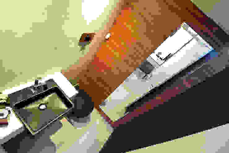 Clinica ZN Banheiros minimalistas por Arquitetura 1 Minimalista Madeira Efeito de madeira