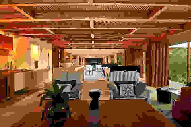 Modern terrace by Toninho Noronha Arquitetura Modern