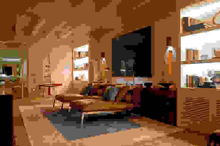 Casa Búzios Salas multimídia modernas por Toninho Noronha Arquitetura Moderno