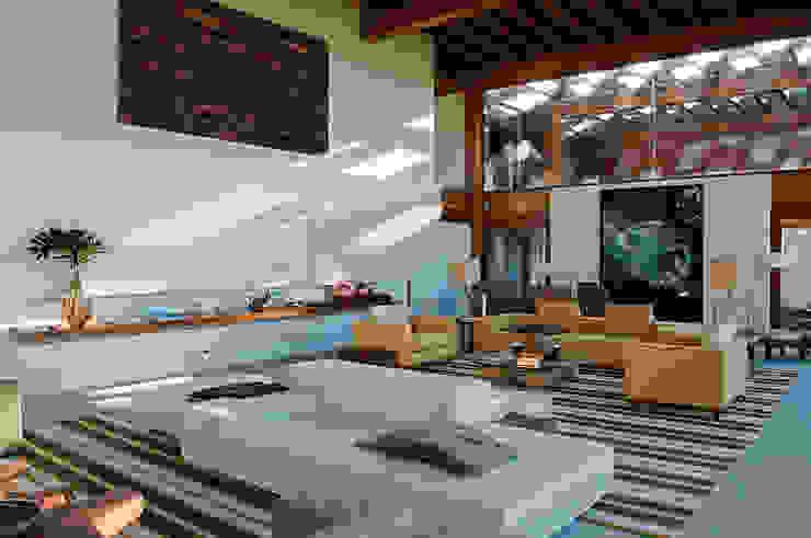 Casa Búzios Salas de estar modernas por Toninho Noronha Arquitetura Moderno