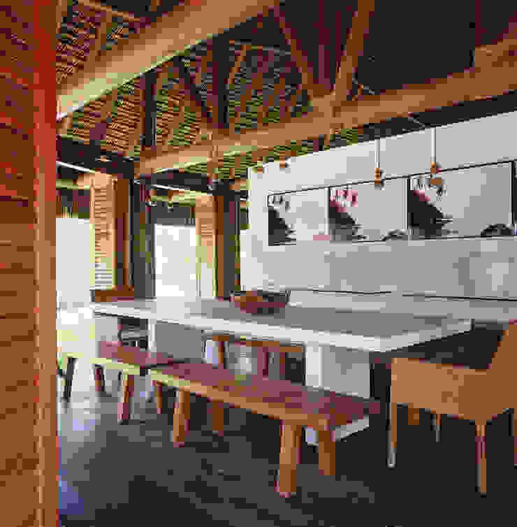 Casa Trancoso Salas de jantar rústicas por Toninho Noronha Arquitetura Rústico