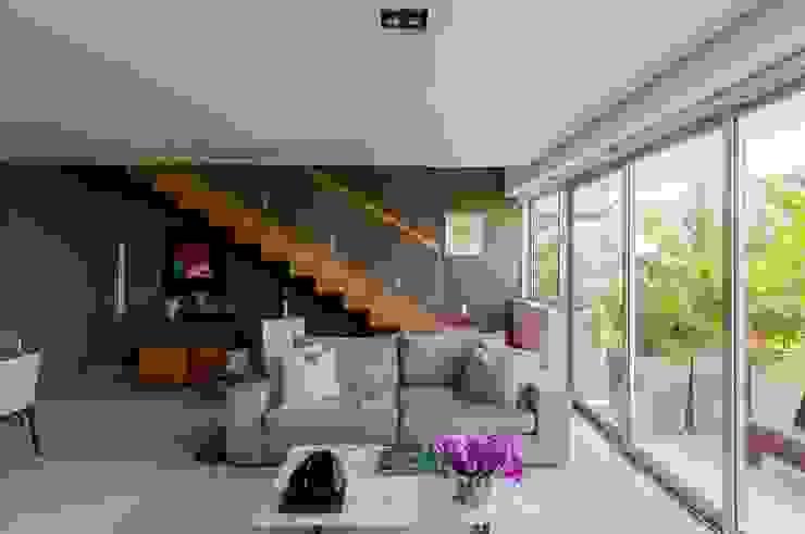 Cobertura Ipanema Salas de estar modernas por Toninho Noronha Arquitetura Moderno