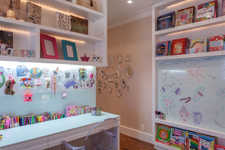 Nursery/kid's room by Martins Valente Arquitetura e Interiores