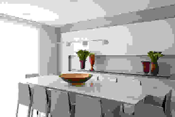 apartamento jardins Salas de jantar modernas por Toninho Noronha Arquitetura Moderno