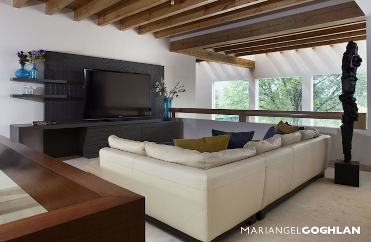 Modern media room by MARIANGEL COGHLAN Modern