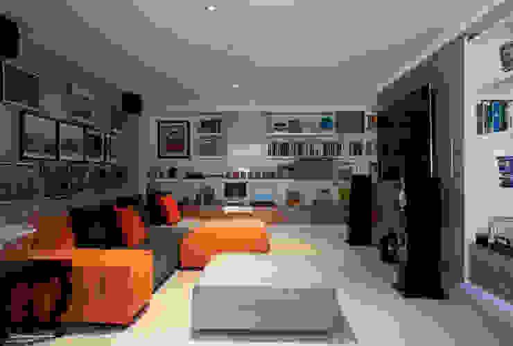 Loft Itaim Salas multimídia modernas por Toninho Noronha Arquitetura Moderno
