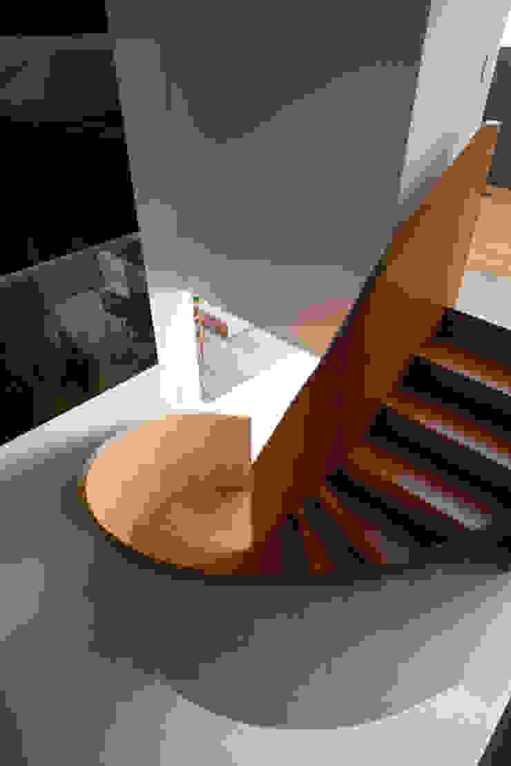 Loft Itaim Corredores, halls e escadas modernos por Toninho Noronha Arquitetura Moderno