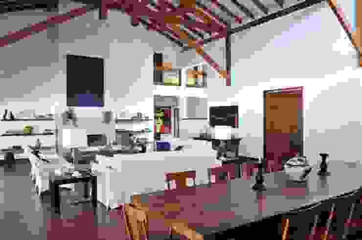 Casa Ilha Bela Salas de jantar rústicas por Toninho Noronha Arquitetura Rústico