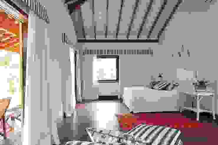 Casa Ilha Bela Quartos rústicos por Toninho Noronha Arquitetura Rústico