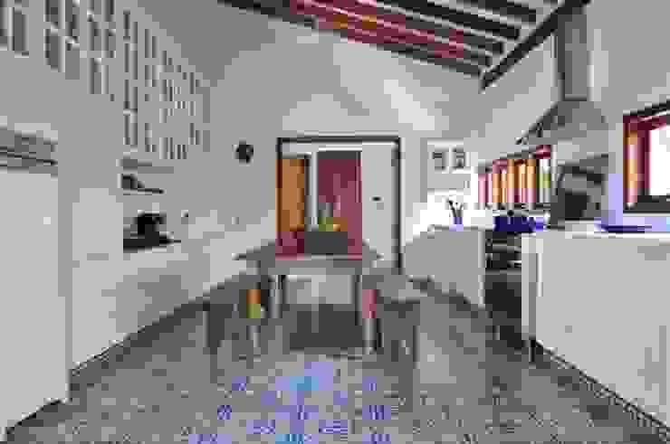 Casa Ilha Bela Toninho Noronha Arquitetura Cozinhas rústicas