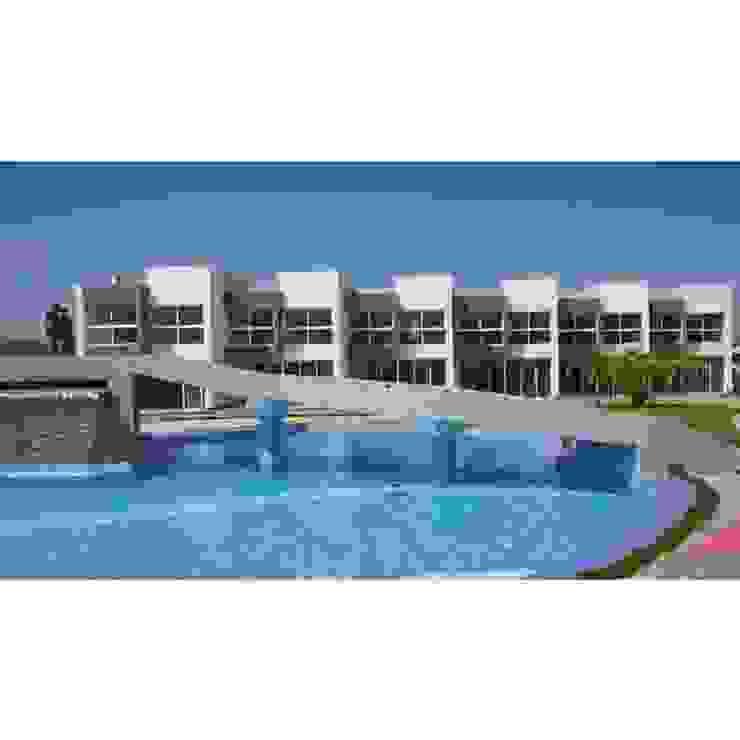 Vista Real desde la camineria del conjunto Costa Blanca Grupo JOV Arquitectos Piscinas de estilo minimalista Cerámico Azul