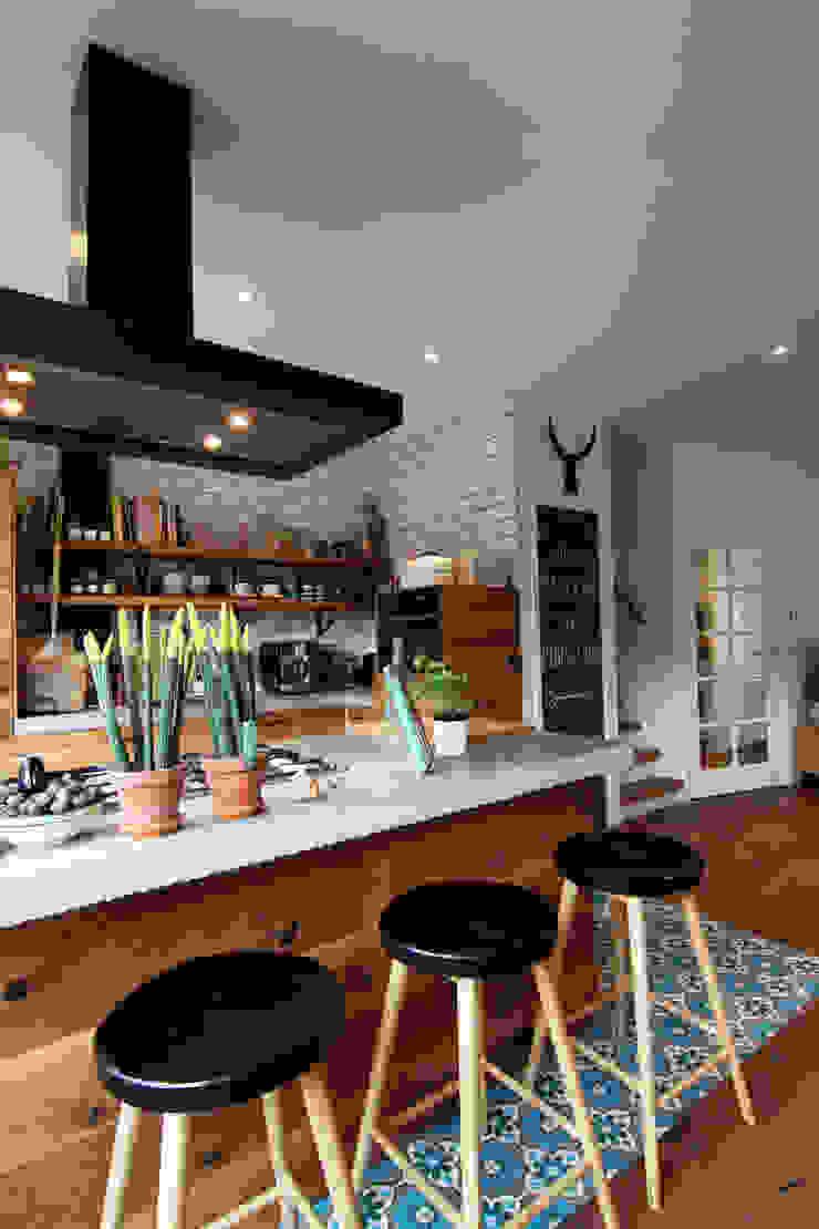 Cocinas de estilo moderno de Diego Alonso designs Moderno