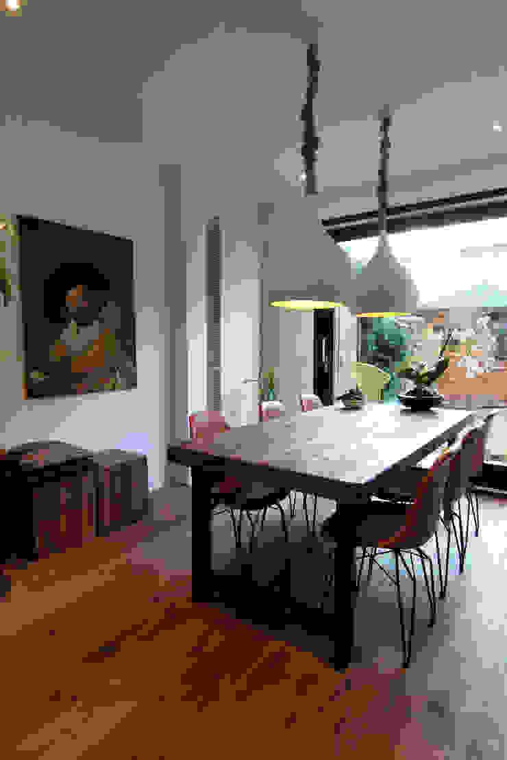 Comedores de estilo moderno de Diego Alonso designs Moderno