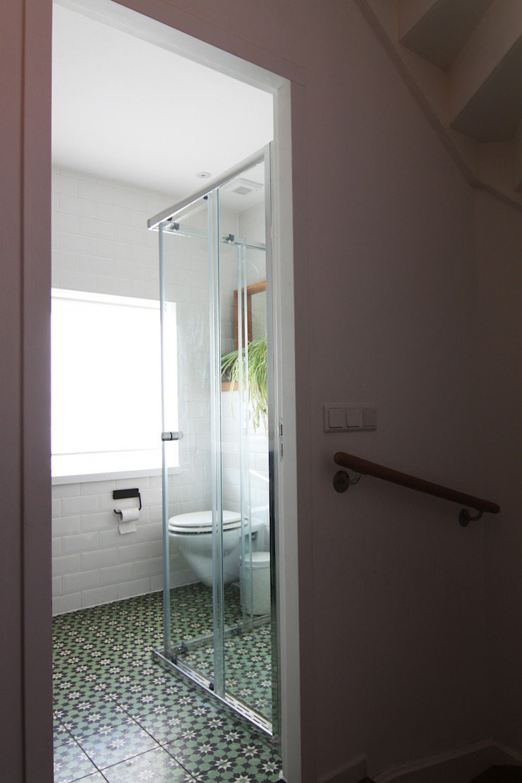 Baños de estilo moderno de Diego Alonso designs Moderno
