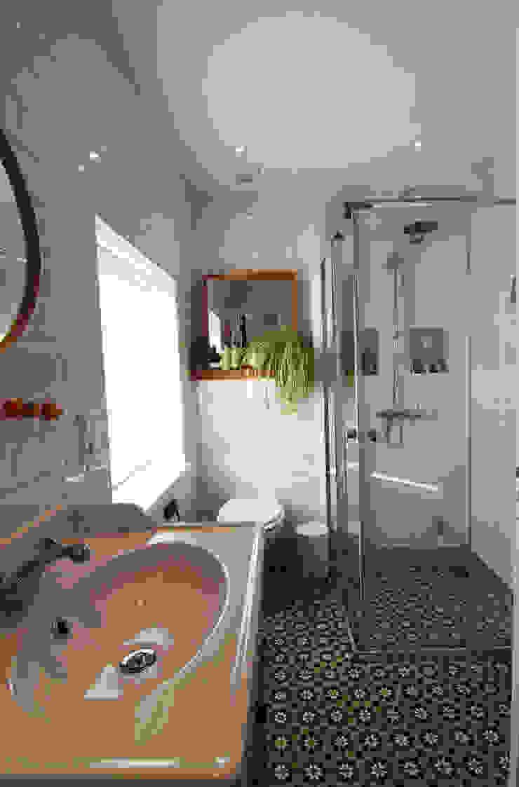 Bertus residency Moderne badkamers van Diego Alonso designs Modern